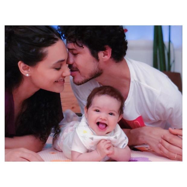 Debora Nascimento e José Loreto com Bella (Foto: Reprodução/Instagram)