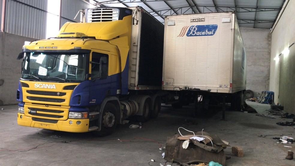 Caminhão com carga avaliada em R$ 430 mil é recuperado em Caçapava (Foto: Divulgação/Polícia Civil )