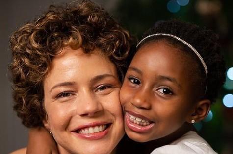 Leandra Leal com a filha, Júlia (Foto: Reprodução)