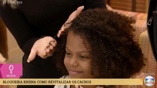 Aprenda a fazer penteados para crianças com cabelos cacheados