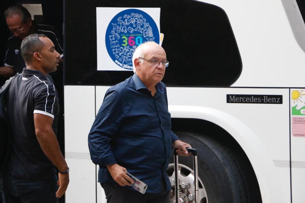 Romildo Bolzan não descartou contratação de Galhardo — Foto: Eduardo Moura