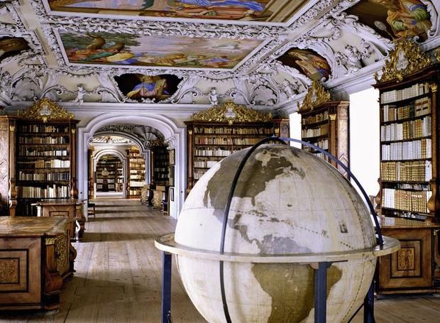 Stiftsbibliothek Kremsmünster, em Kremsmünster, Áustria (Foto: Massimo Listri/ Taschen/ Reprodução)