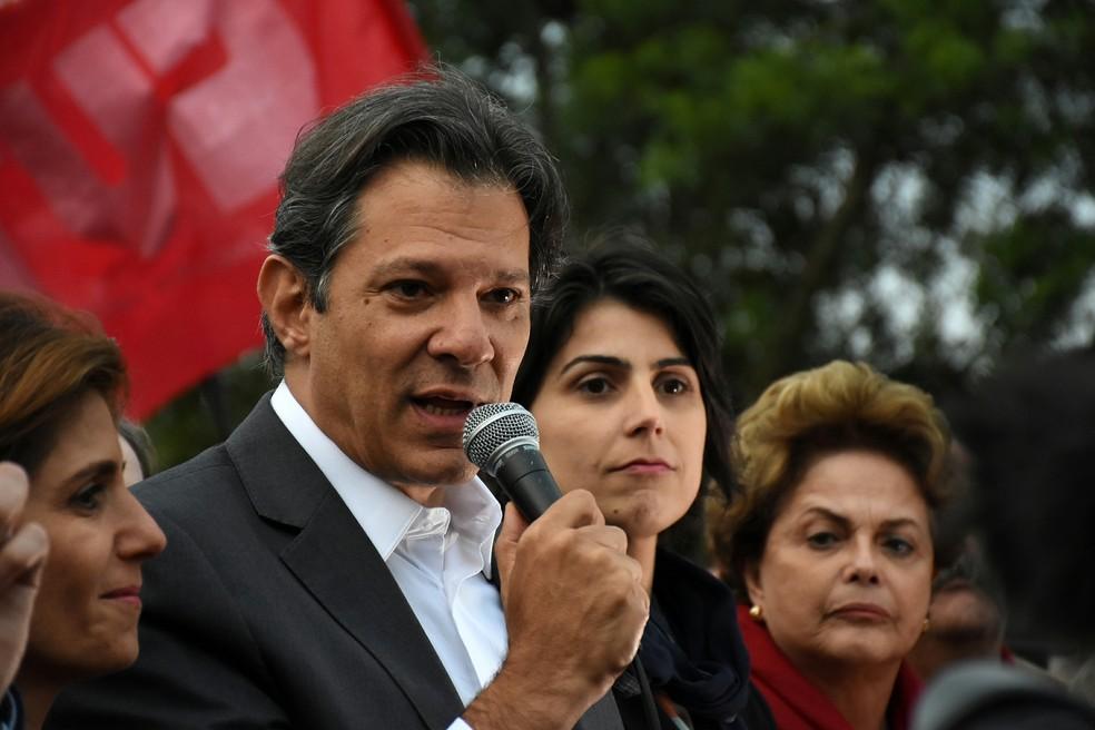 Haddad é anunciado como candidato à Presidência pelo PT no lugar de Lula em Curitiba — Foto: EVERSON BRESSAN/FUTURA PRESS/FUTURA PRESS/ESTADÃO CONTEÚDO