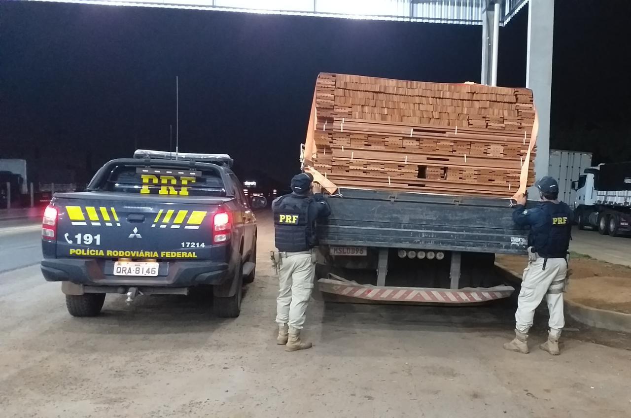 Operação Caapora: 18 pessoas são detidas e 340 m³ de madeira apreendidos pela PRF em Ariquemes