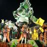 Foto: (Carro da São Clemente critica 'comercialização' do carnaval / Rodrigo Gorosito/G1)