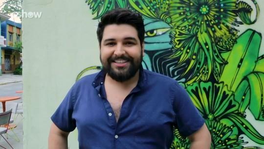 Leo Bahia testa elenco de 'O Tempo Não Para' em quiz das gírias de seu personagem Igor Poc