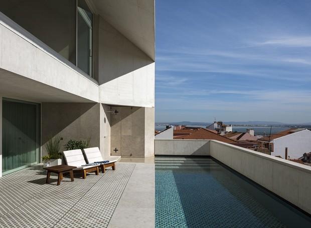 Localizada em Lisboa, a Casa da Rua do Quelhas possui vista para o mar (Foto: paulo mendes da rocha + ines lob)