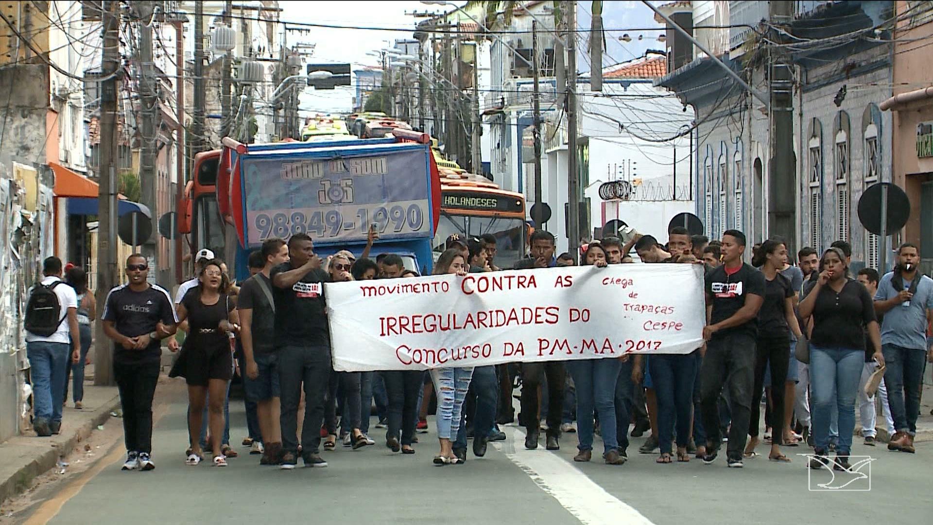 Candidatos de concurso realizam protesto em São Luís