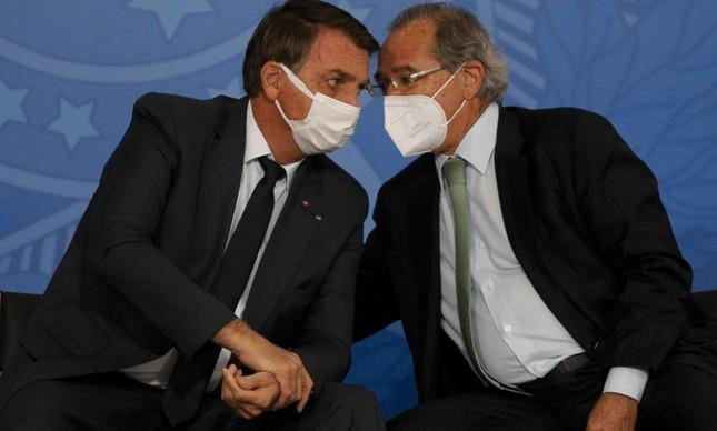Jair Bolsonaro, presidente da República, ao lado Paulo Guedes, ministro da Economia