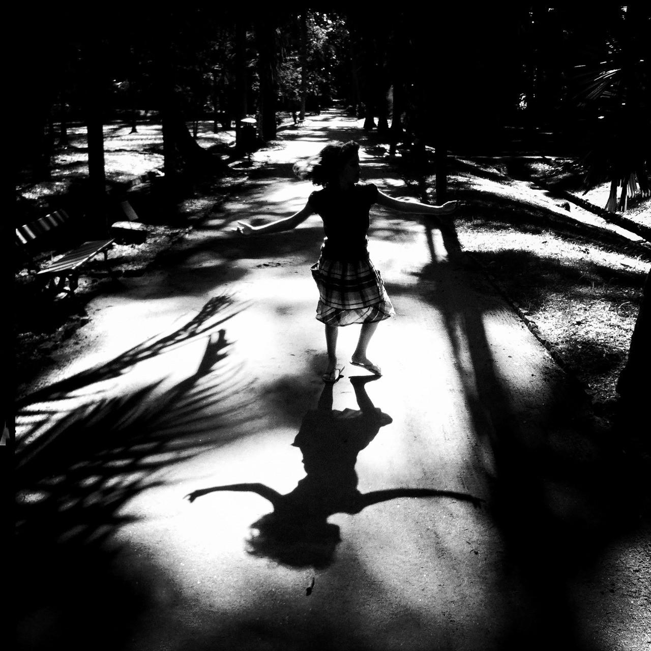 Foto dançando nas sombras, de Ana Branco