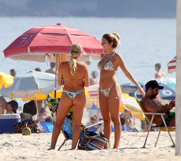 Carol Portaluppi na Praia de Ipanema, Rio de Janeiro (Foto: AgNews)