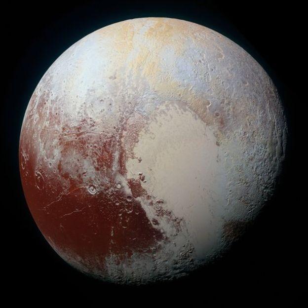 Objetos estariam para além de Plutão, que a União Astronômica Internacional deixou de considerar planeta em 2006 (Foto: Nasa via BBC News Brasil)
