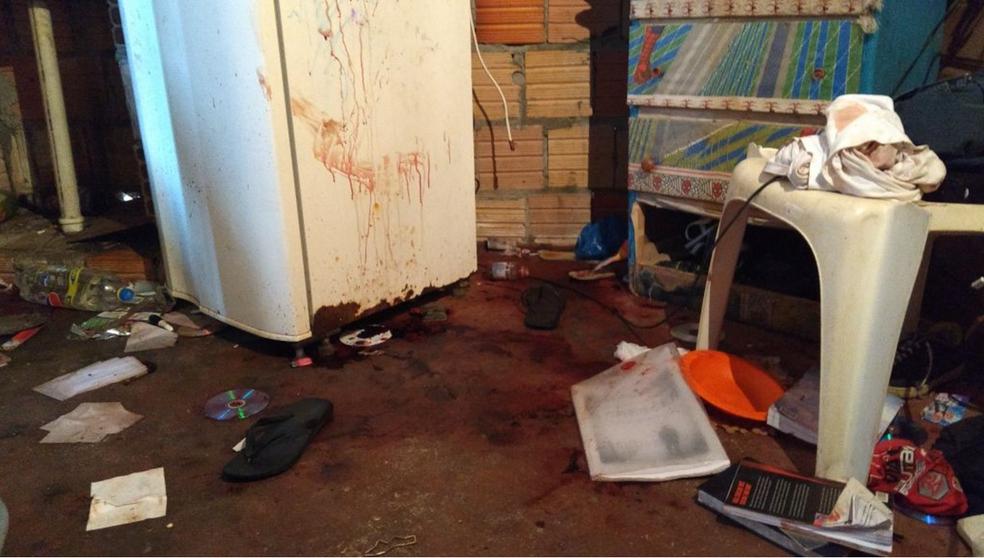 Mulher foi morta na frente do filho de 2 anos e do casal de sobrinhos de 3 e 5 anos, no bairro Petrópolis (Foto: Ive Rylo/G1 AM)