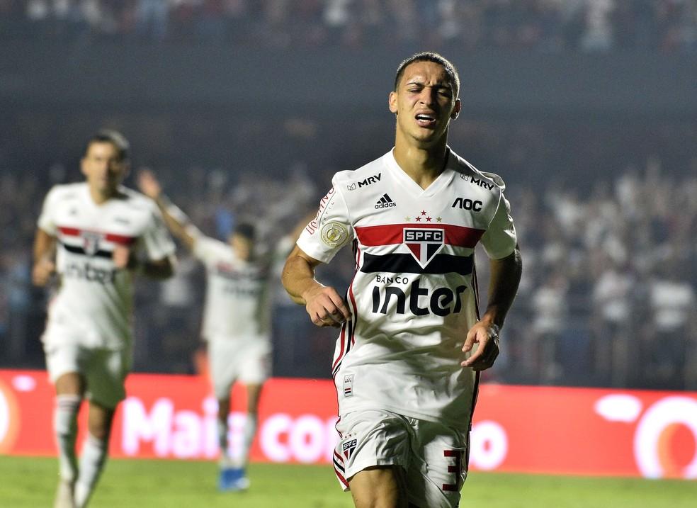 Antony comemora gol do São Paulo — Foto: Marcos Ribolli