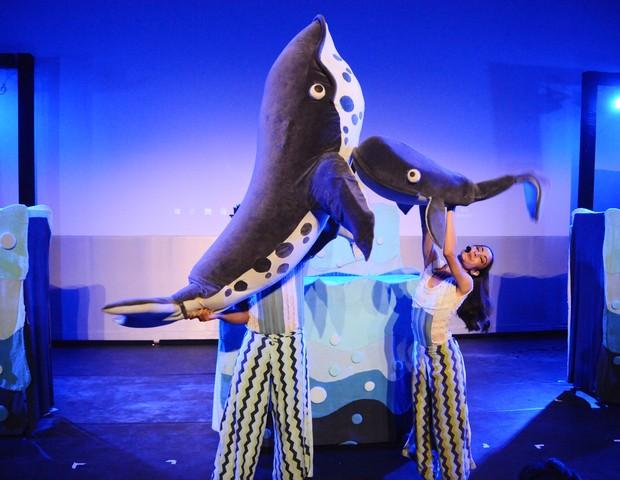 Cena do espetáculo Círculo das Baleias com a companhia Pia Fraus (Foto: Sylvia Gosztonyi)
