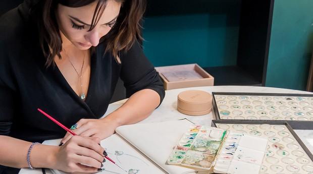 Lorena Rabelo no seu processo de criação (Foto: Divulgação )