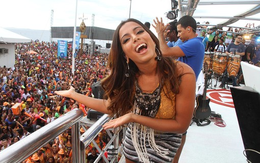 Anitta no Trio do Xanddy