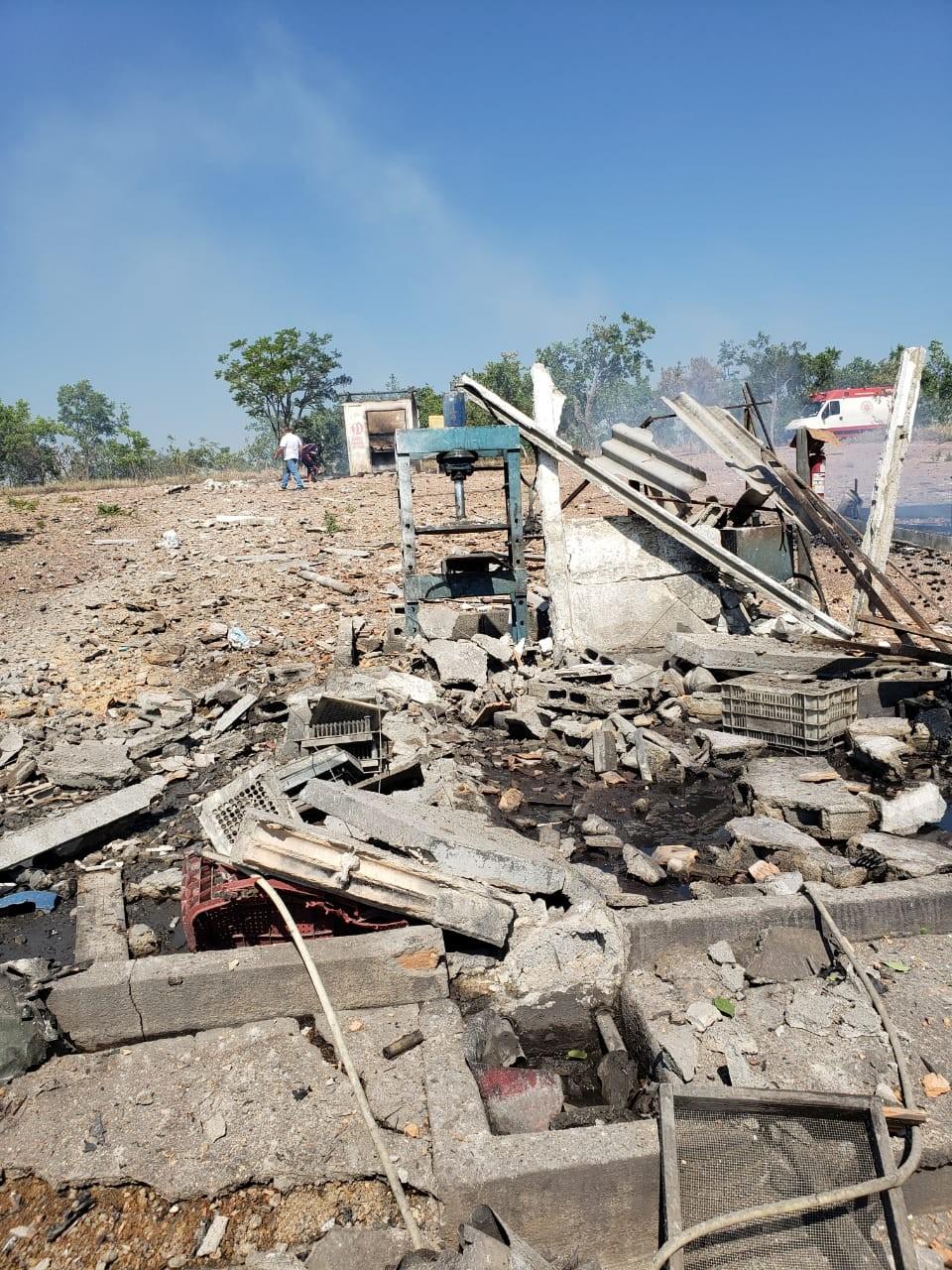 Explosão em fábrica de fogos de artifício deixa morto e ferido em Santo Antônio do Monte - Notícias - Plantão Diário