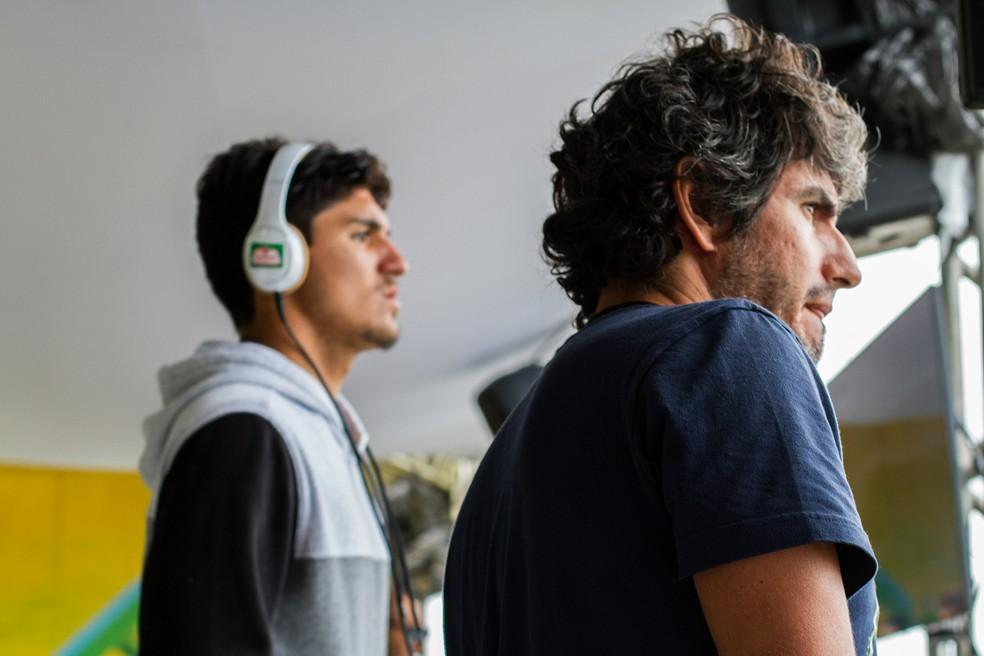 Gabriel Medina e o pai, Charles Saldanha, estão sempre juntos, nas viagens, em casa e no mar (Foto: Rafael Moura)