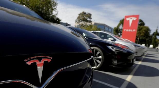Carros da Tesla. Caminhão da montadora terá autonomia de 500 km (Foto: Divulgação)
