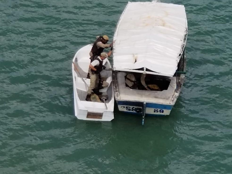 Graer intercepta assaltantes que tentaram fugir pelo mar (Foto: SSP/BA)
