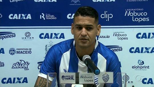 Zagueiro Matheus Lopes chega ao CSA e diz que quebra galho na lateral esquerda