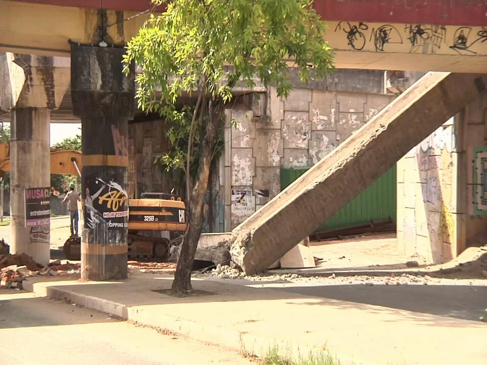 Seinfra afirmou que a queda aconteceu durante uma operação com guindastes para o içamento de estruturas metálicas do viaduto. (Foto: Reprodução/TV Verdes Mares)