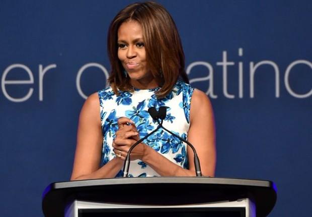 """Em evento, Michelle Obama foi perguntada como é ser """"um símbolo de esperança"""", ao que respondeu: """"Ainda sinto um pouco de síndrome de impostora"""" (Foto: Getty Images via BBC)"""