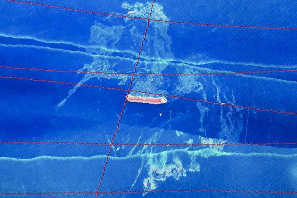 Mancha de óleo encontrado ao redor do navio Stellar Banner, encalhado na costa do Maranhão — Foto: Ibama