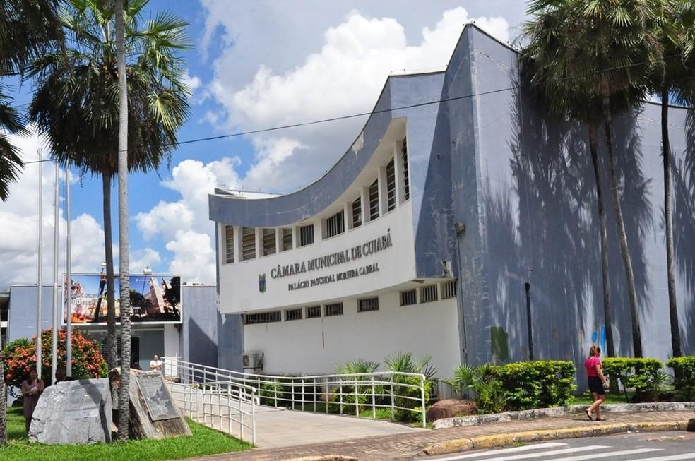 Em outubro, mais de 400 servidores foram demitidos por falta de verba para pagamento de salários (Foto: Ednei Rosa/Secom-Câmara de Cuiabá)