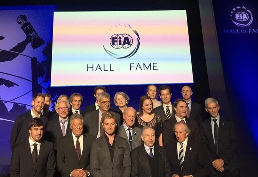 Campeões presentes à cerimônia do Hall da Fama da FIA (Foto: Reprodução/Twitter)
