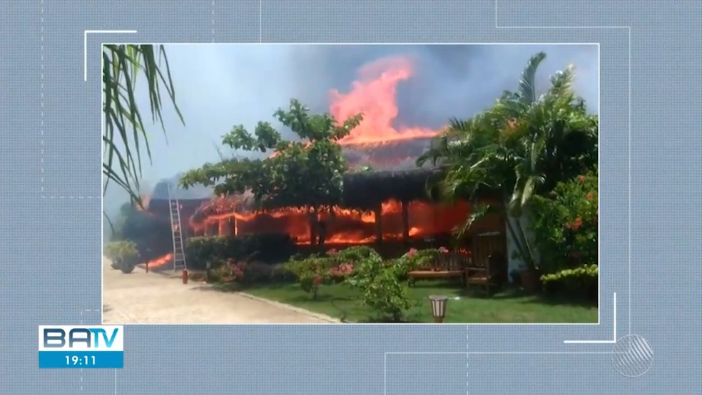 Fogo atingiu hotel de luxo em Porto Seguro — Foto: Reprodução/TV Bahia