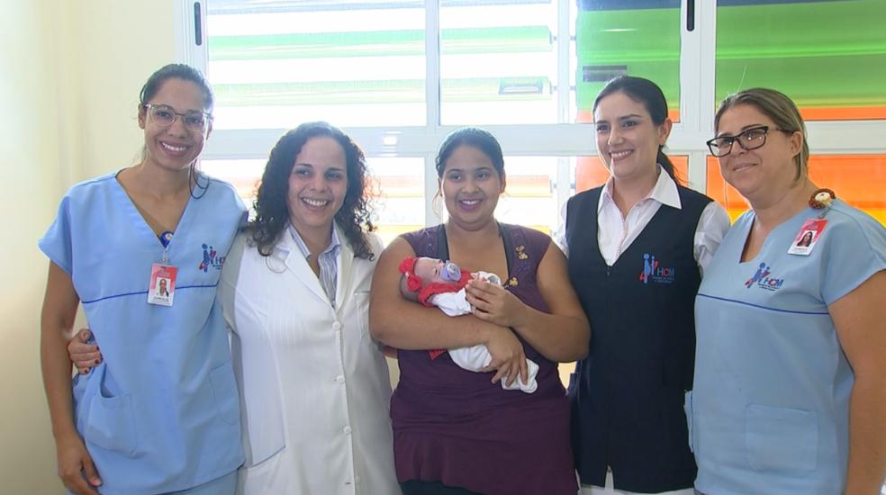 Equipe médica vai acompanhar bebê que nasceu prematura em Rio Preto (SP) (Foto: Reprodução/TV TEM)