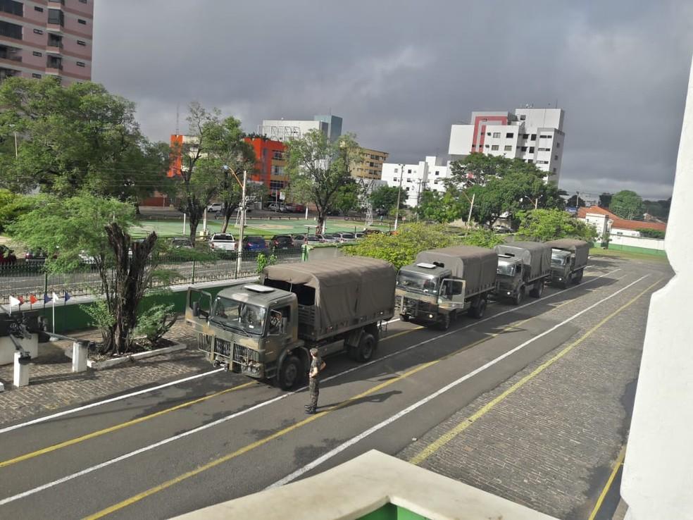 Exército enviou militares para ajudar na remoção de famílias em Barras (Foto: Divulgação/25º Batalhão de Caçadores)