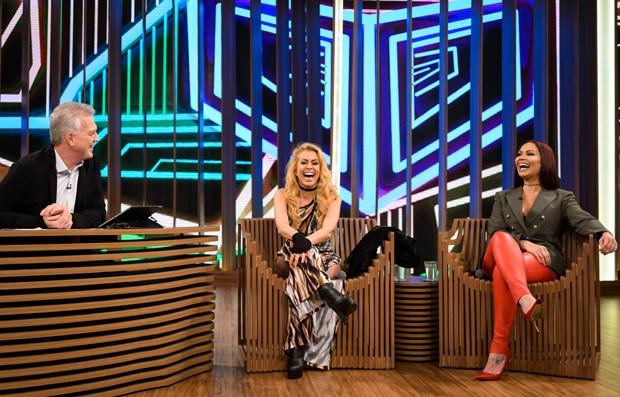 Pedro Bial entrevista Joelma e Sol Almeida (Foto: Globo/Ramón Vasconcelos)