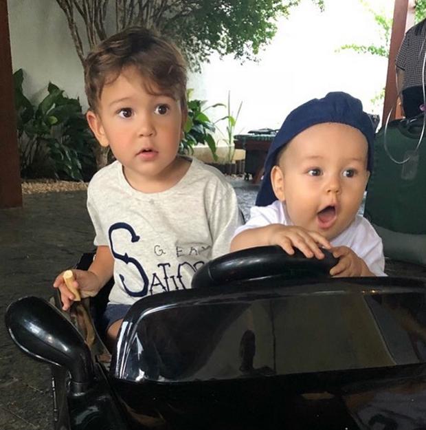 Davi e Dom, filhos de Jorge e Mateus (Foto: Reprodução/Instagram)
