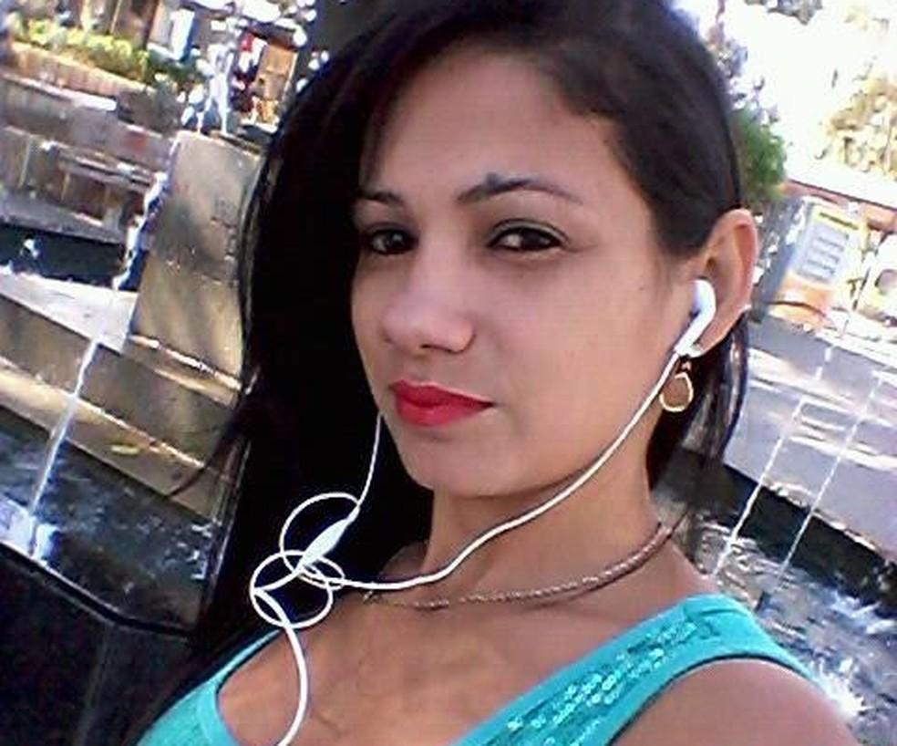 Jovem foi encontrada morta em córrego — Foto: Facebook/Reprodução
