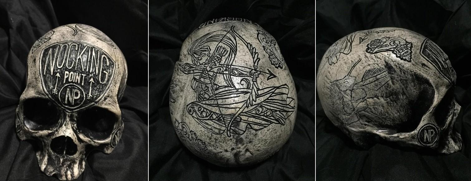 O artista se tornou especialista em esculpir em ossos
