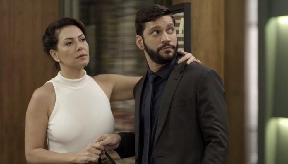 Esse Diogo (Armando Babaioff) é um debochado mesmo! — Foto: Globo