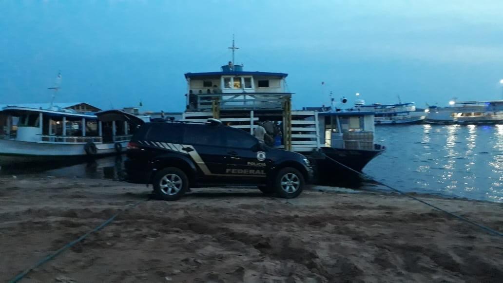 Polícia Federal apreende 840 kg de cocaína colombiana escondida em barco no AM
