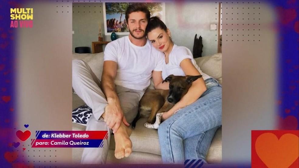Klebber Toledo se declarou para Camila Queiroz — Foto: Reprodução