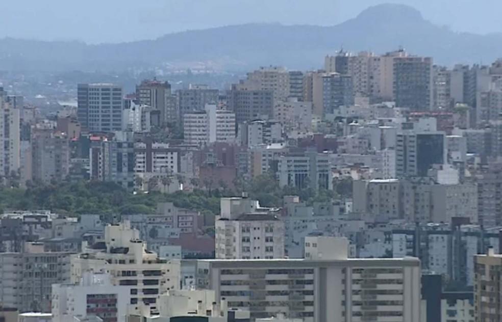 Oferta de imóveis fez com que preços caíssem (Foto: Reprodução/RBS TV)