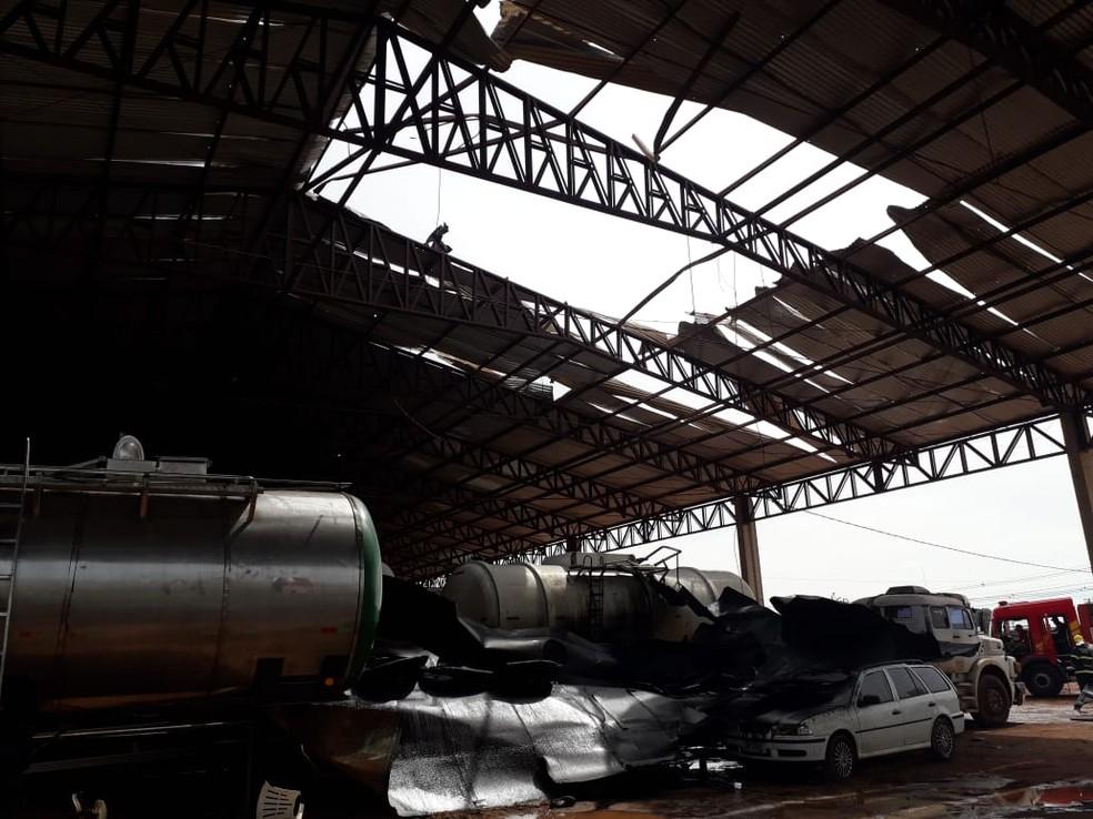 Caminhão explodiu durante manutenção — Foto: Corpo de Bombeiros - MT