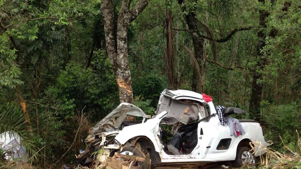 Os três jovens que estavam na caminhonete morreram (Foto: Divulgação/Polícia Rodoviária Estadual)