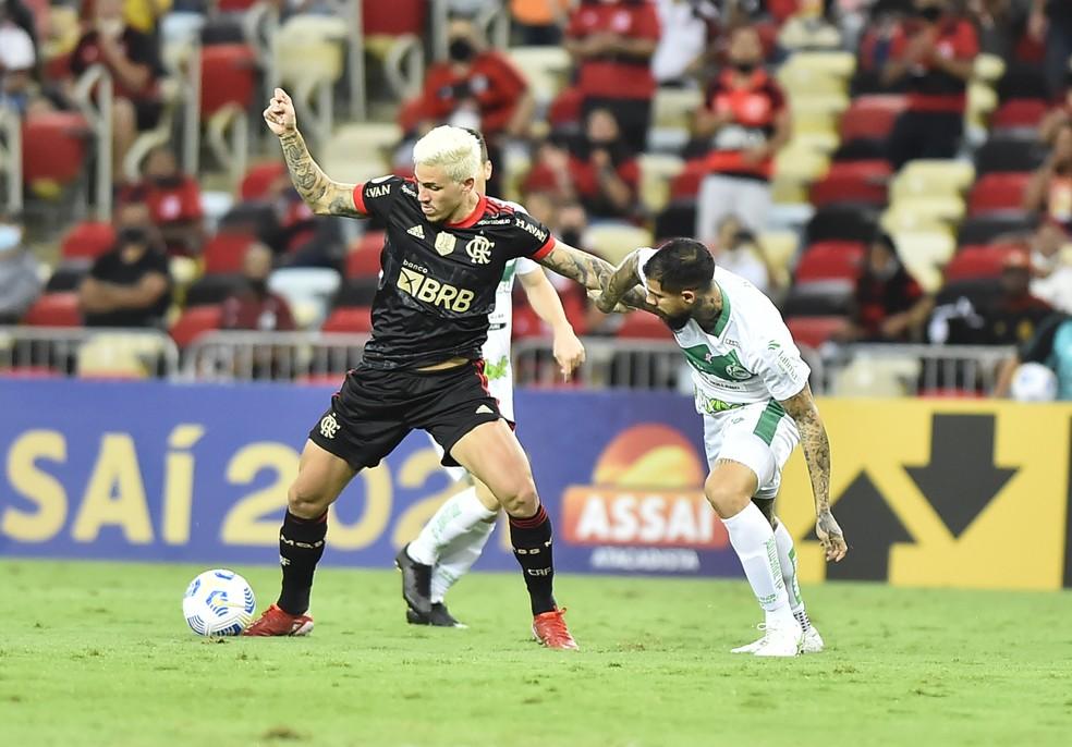 Após dores no joelho, Pedro se reapresenta melhor e faz tratamento no Flamengo