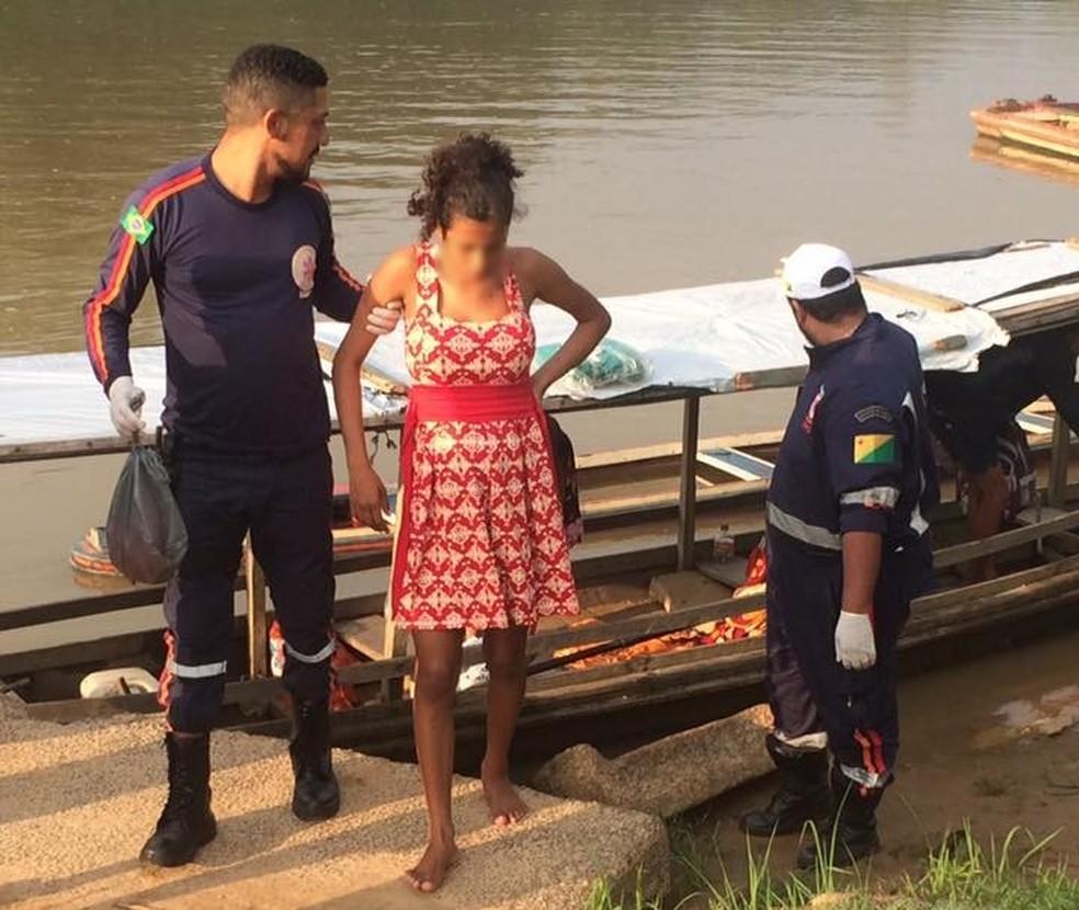 Segundo Samu, mulher deu à luz em barco e parto ocorreu sem problemas. Jovem foi encaminhada para a maternidade, em Rio Branco (Foto: Jorge Aude/Arquivo Pessoal)