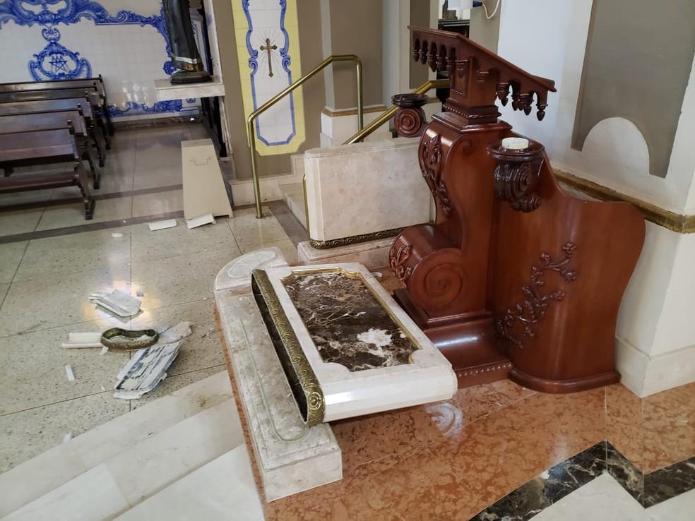 Homem quebrou peças da Catedral de Limeira  — Foto: Wagner Morente/Comunicação GCM Limeira