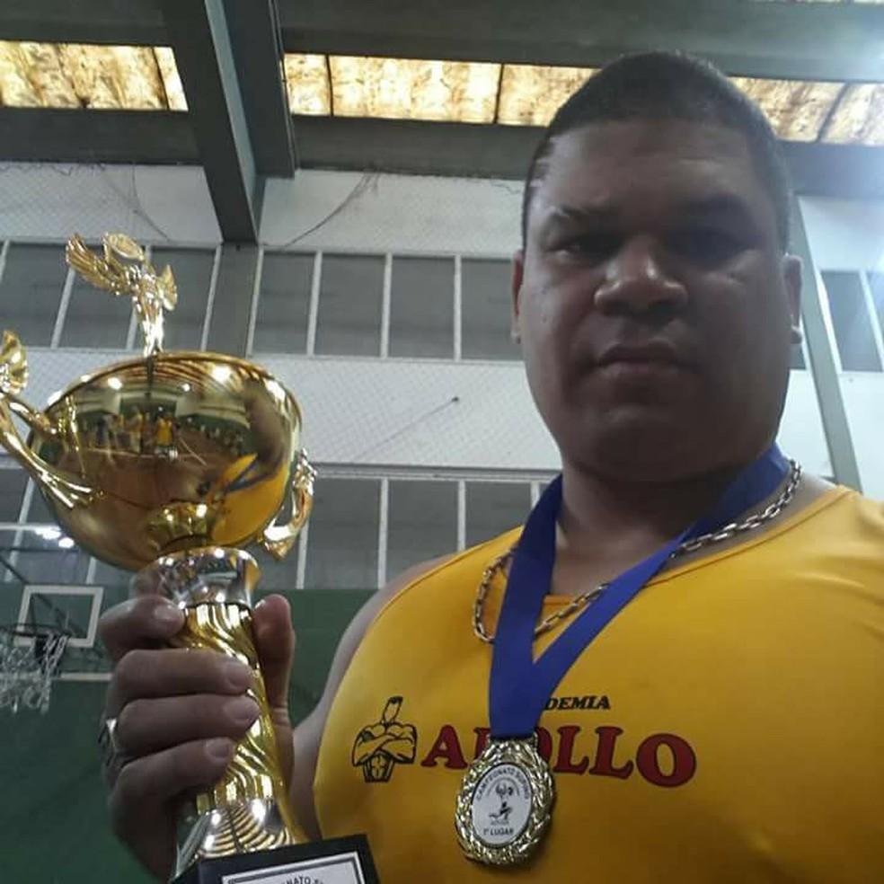 """Halterofilista Ricardo Xavier, o Gigante: """"Minha volta aos treinos foi leve, não com pesos como de costume"""" — Foto: Arquivo Pessoal"""