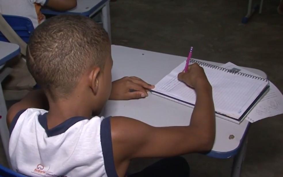 Menino que teve agulhas inseridas tem 11 anos atualmente — Foto: Reprodução/TV Bahia