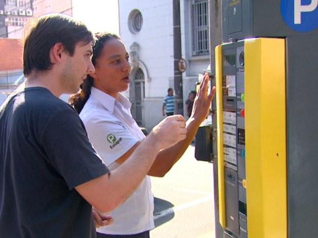 Área azul de São Carlos deixa de cobrar tarifa na fase vermelha